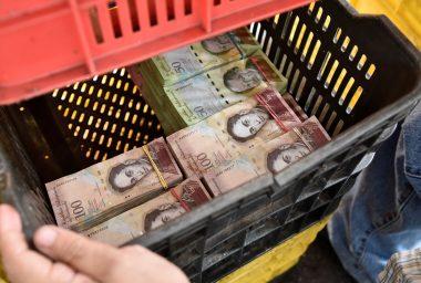 Venezuela Prints Bills, Closes Borders – Bitcoin to the Rescue