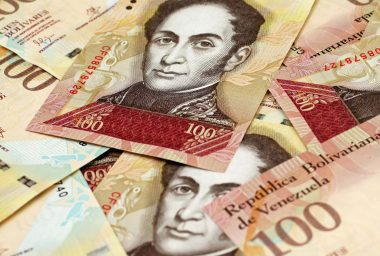 Bolivar 'Anchored' to the Petro to Be Issued in August, Maduro Says