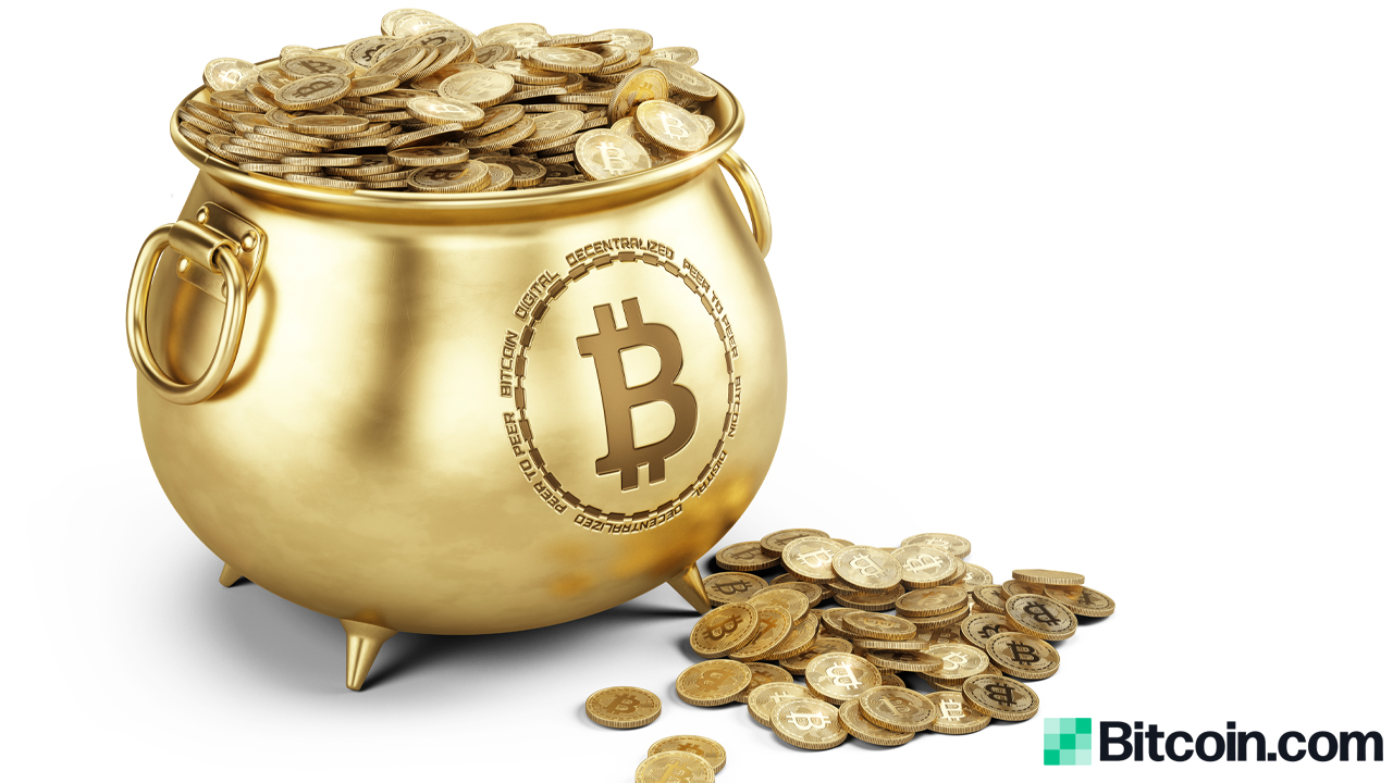 Restaurant Chain That Converted Cash Reserves Into Bitcoin Says Gold's Safe Haven Days Are Numbered